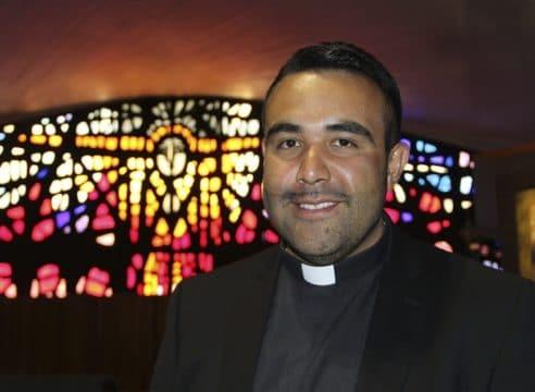 """Padre Guillermo Mendoza: """"A la Virgen le debo dos milagros en mi vida"""""""