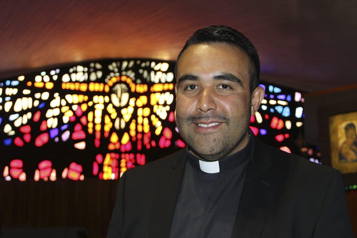 El Presbítero Guillermo Mendoza asegura que la Virgen le concedió dos milagros en su vida. Foto Cortesía P. Guillermo Mendoza