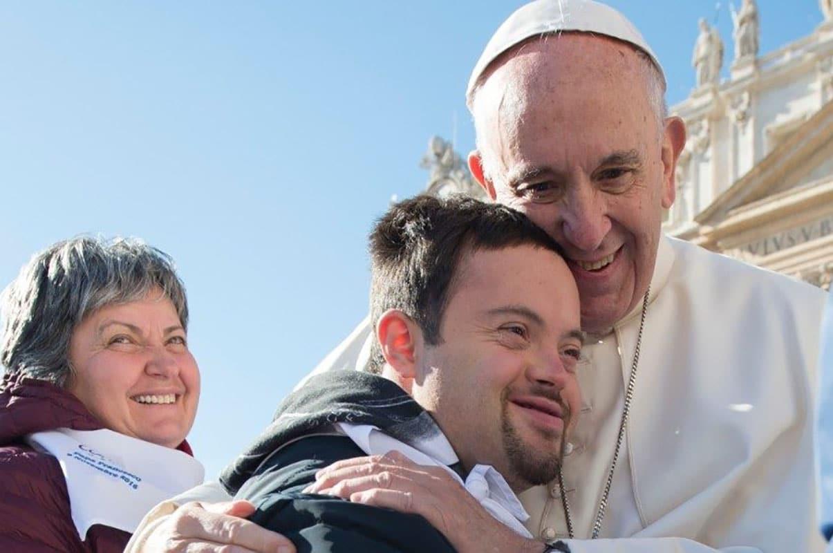 El Papa Francisco señala que es necesario educar para la cultura del cuidado. Foto: Vatican Media/Archivo
