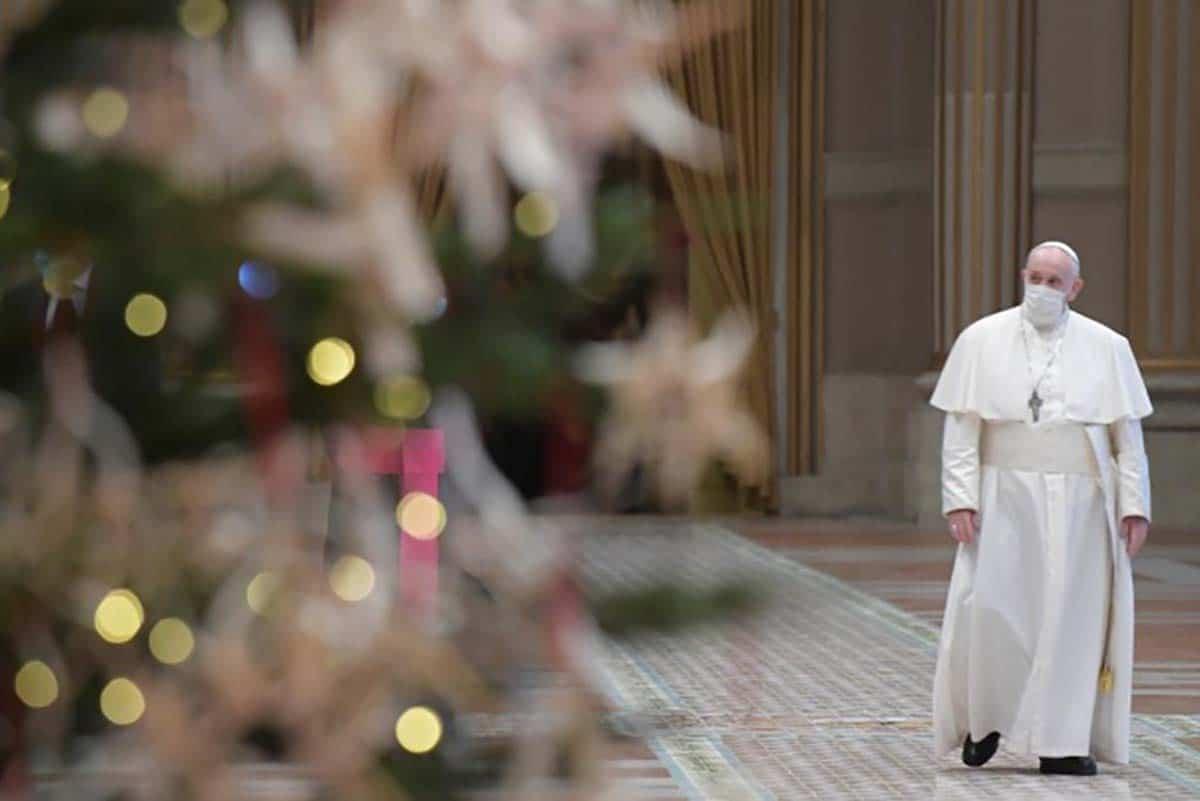 El Papa Francisco previo a impartir su mensaje de Navidad 2020. Foto: Vatican Media.