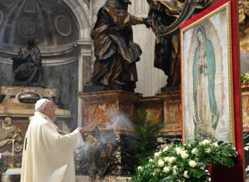 El Papa Francisco celebra en El Vaticano a la Virgen de Guadalupe