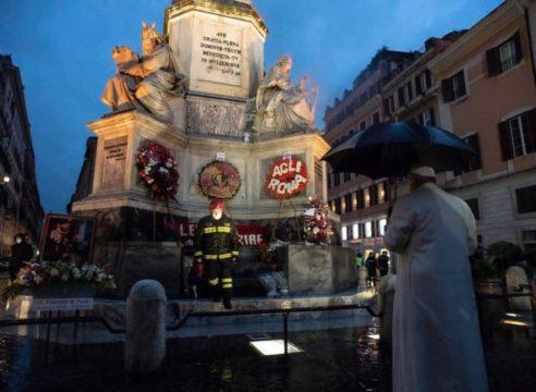 El Papa Francisco encomienda al mundo a la Inmaculada Concepción