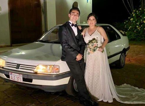 Esta novia llegó a su boda a bordo de un Papamóvil