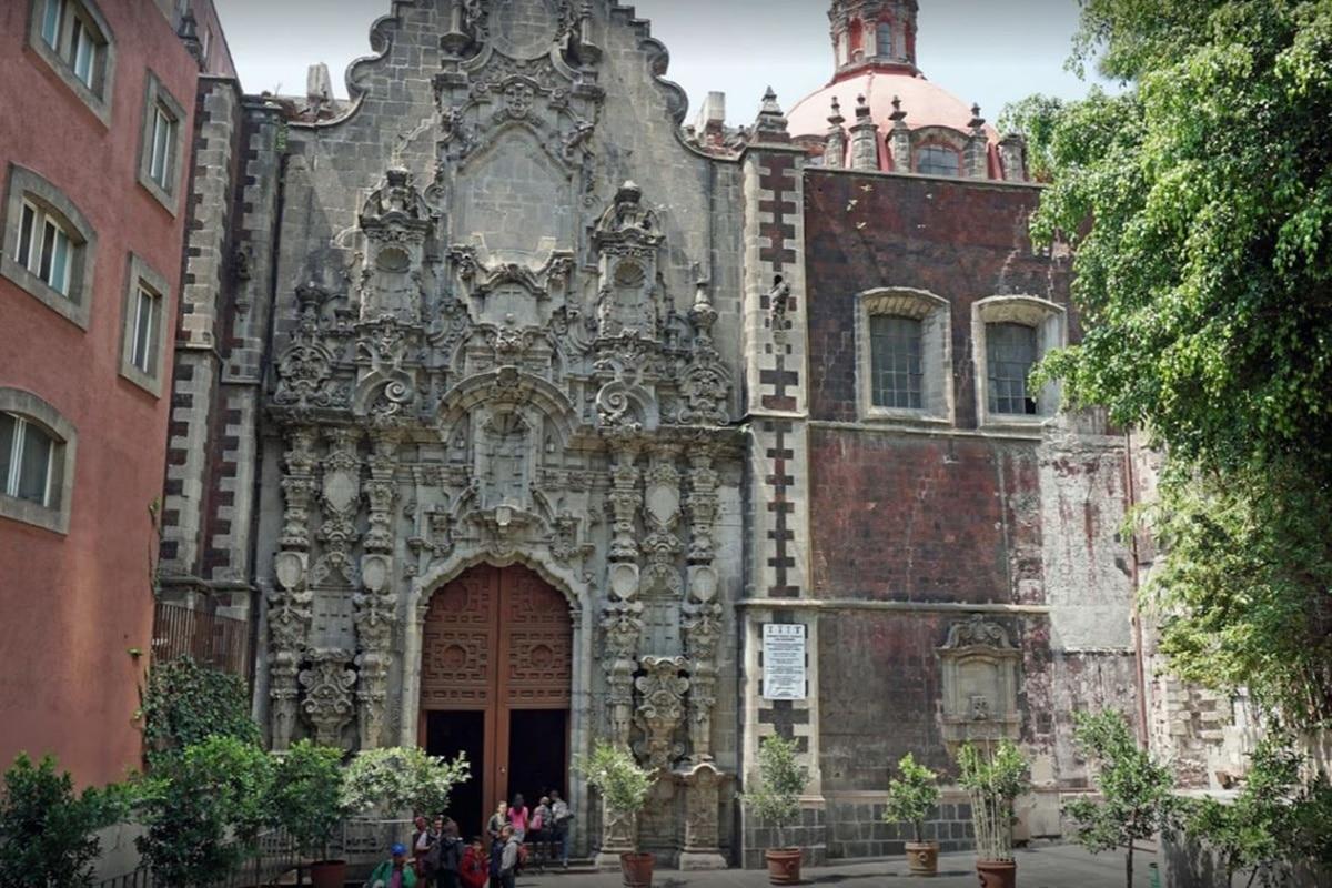 Iglesia de san Francisco el Grande en el Centro Histórico de la Ciudad de México, a su lado estaba la capilla de san José de los Naturales. Foto: Google Maps.