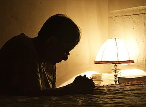 3 oraciones para dormir en paz y combatir el insomnio