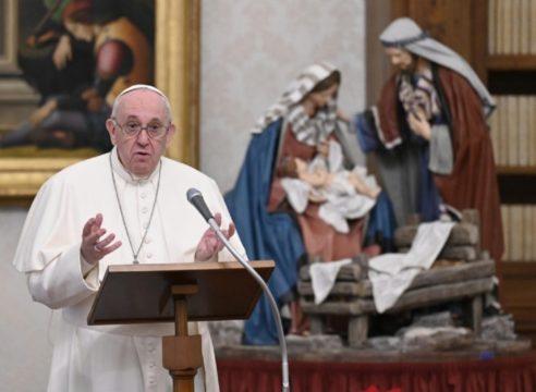 El Papa critica el irse de vacaciones pese a Covid-19