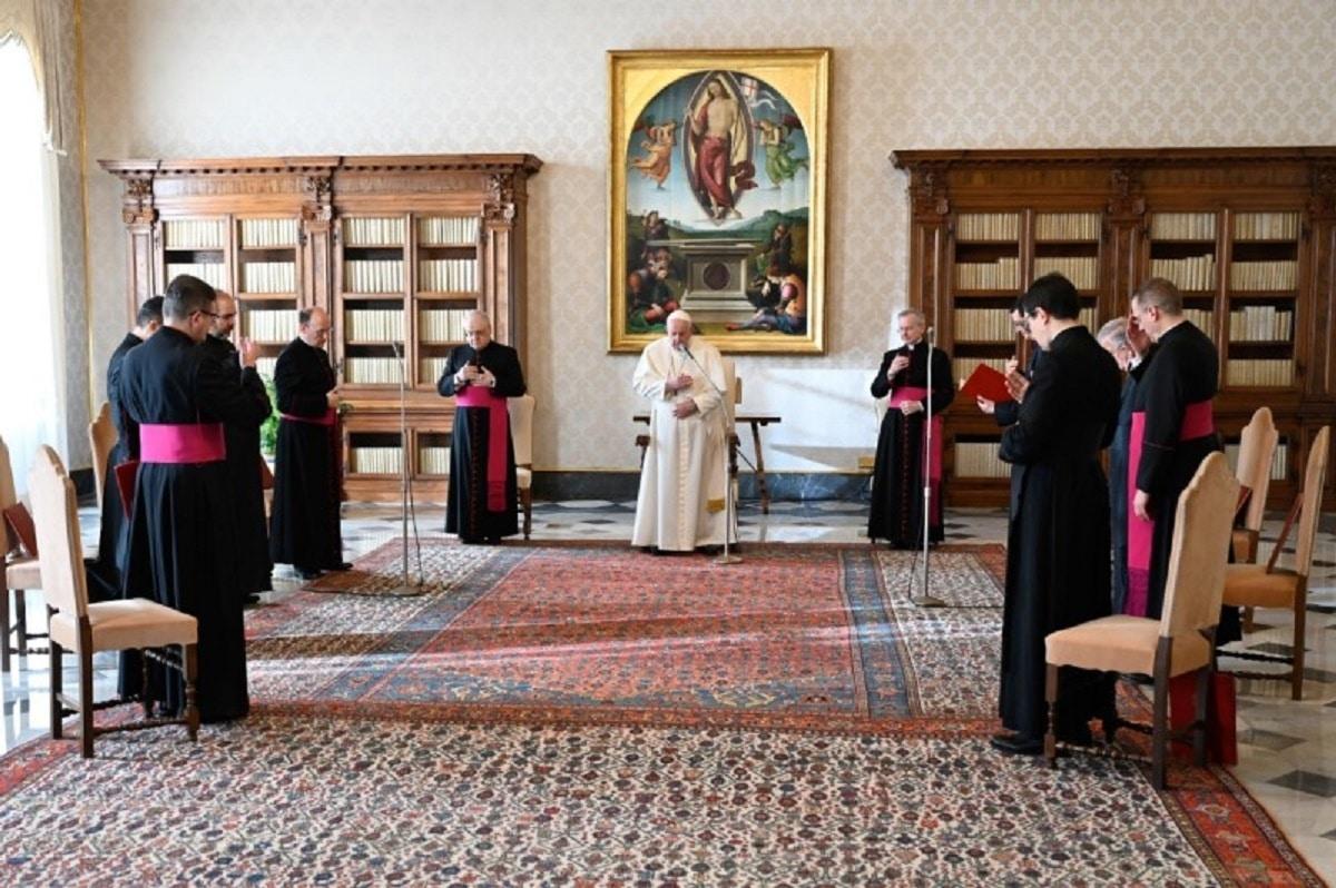 El Papa Francisco en la Audiencia General desde la Biblioteca del Palacio Apostólico en el Vaticano. Foto: Vatican Media.