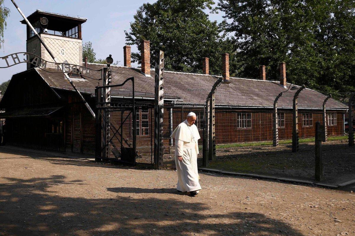 El Papa Francisco en su visita los campos de concentración de Auschwitz y Birkenau.