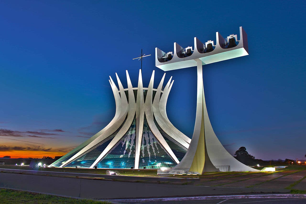 Catedral de Brasilia. Photo: Albery Santini Júnior via Wikimedia Commons [CC BY-SA 4.0])