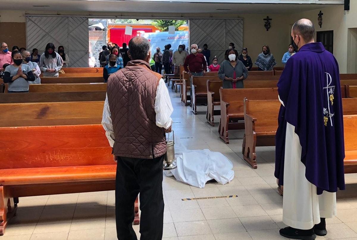 La comunidad participó de la Misa de exequias del hombre que falleció dentro de la Iglesia. Foto: Iglesia Jesús Sacerdote/Cortesía.