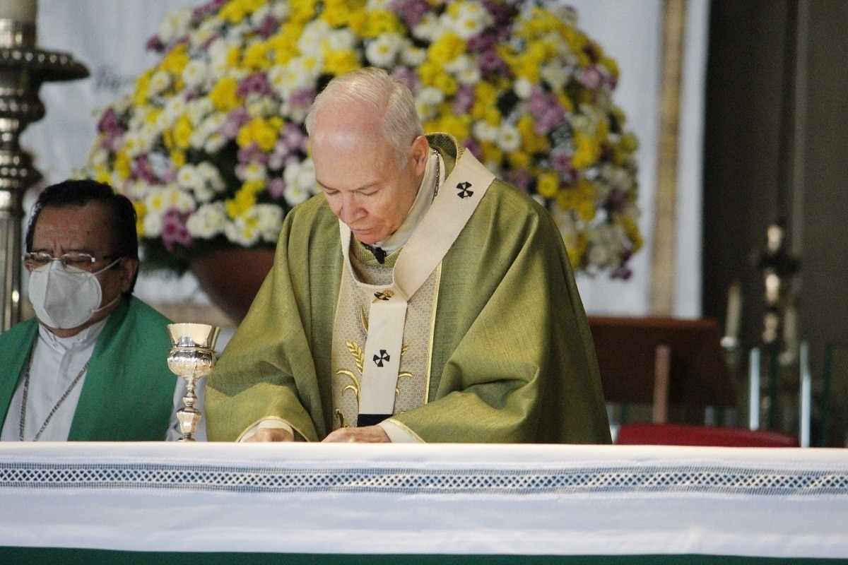 El Arzobispo Carlos Aguiar preside la Misa dominical en la Basílica de Guadalupe. Foto: INBG/Cortesía.