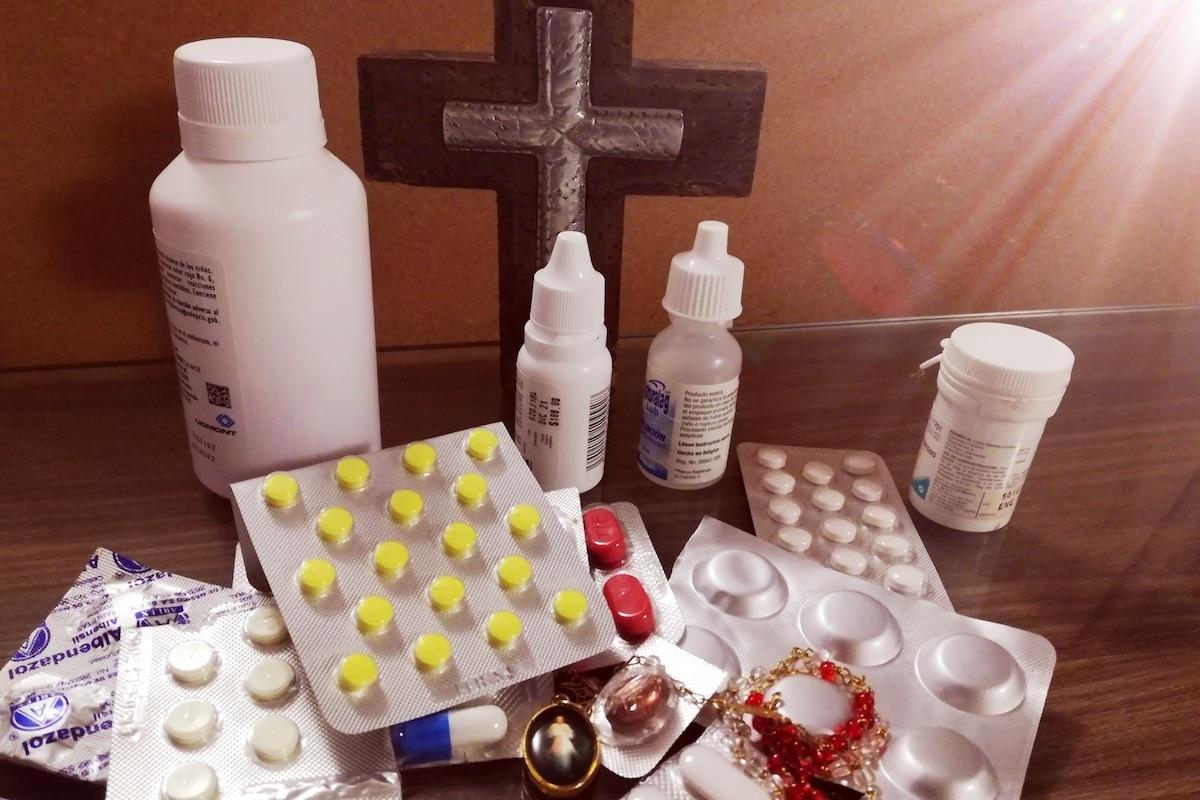 Existe la costumbre de bendecir las medicinas, ¿por qué lo hacemos? Foto: Cynthia Fabila/DLF