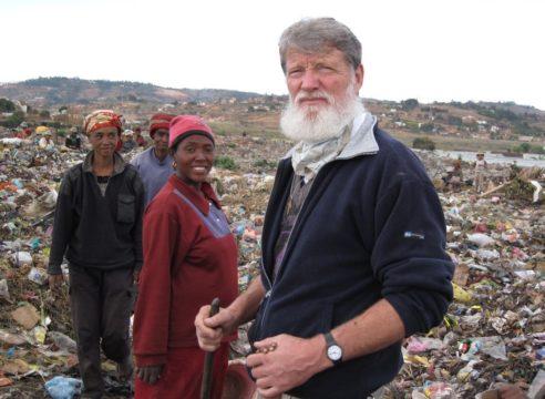 Él es Pedro Opeka, el sacerdote misionero nominado al Nobel de la Paz