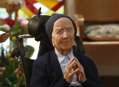 Con casi 117 años, la religiosa más longeva del mundo superó el Covid
