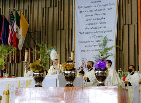 Sacerdotes de la Arquidiócesis renuevan promesas en la Misa Crismal 2021