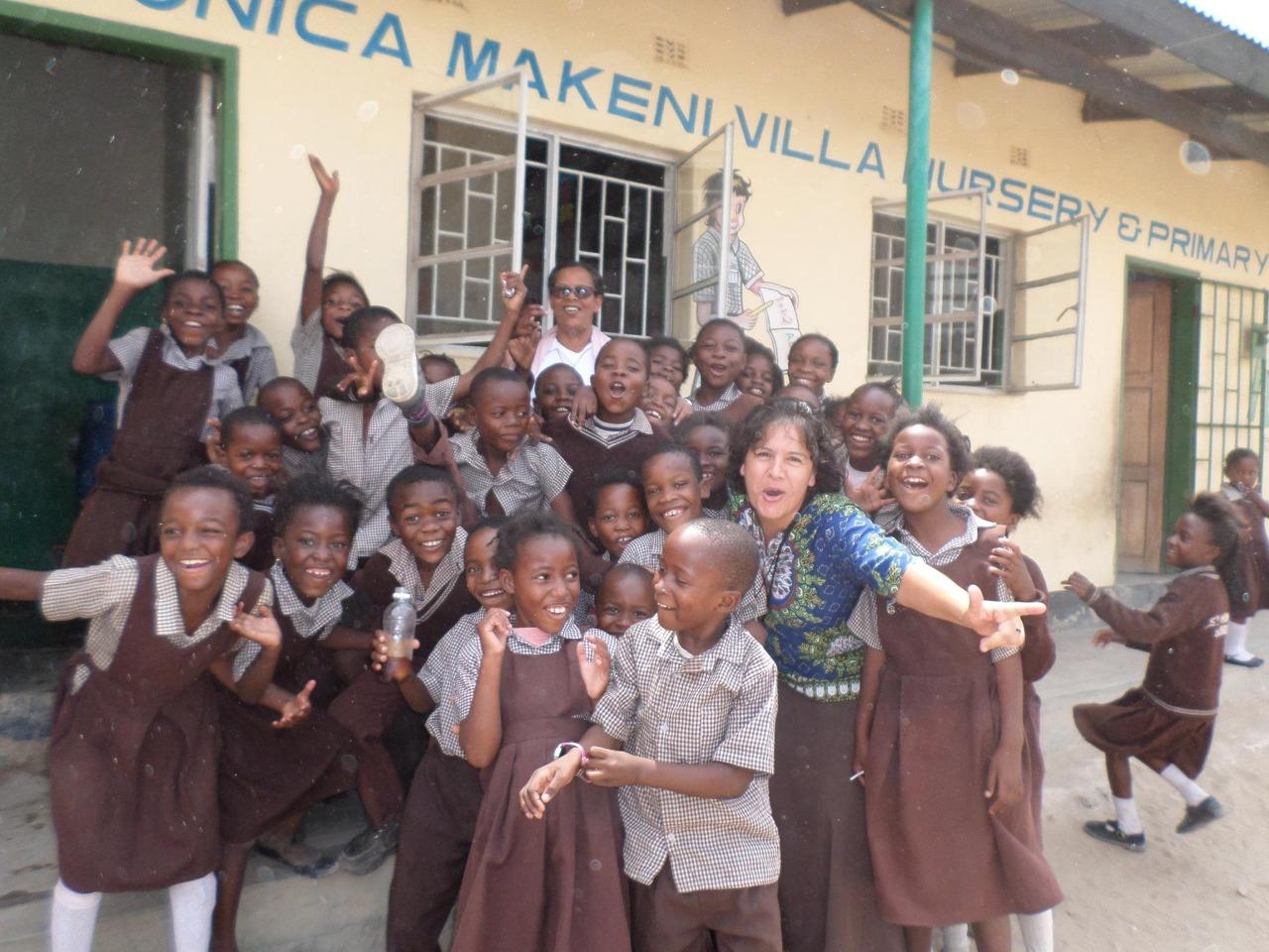 La hermana Clara Torres en una escuela en Sudáfrica. Foto. Cortesía.