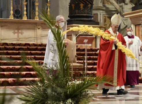 Papa en el Domingo de Ramos 2021: Levantemos la mirada a la cruz