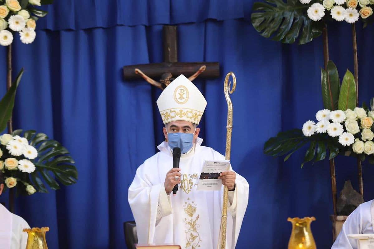 Mons. Carlos Samaniego durante la Misa en el Hospital MIG.