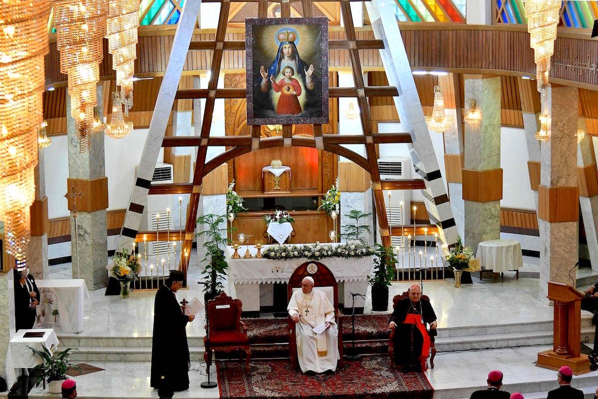 El Papa Francisco en la catedral siria de Nuestra Señora de la Salvación, en Bagdad, Irak. Foto: Vatican Media