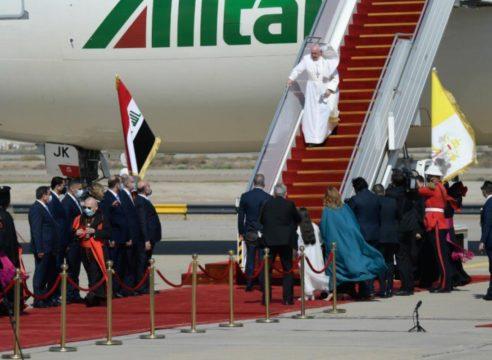El Papa Francisco inicia su histórico viaje a Irak