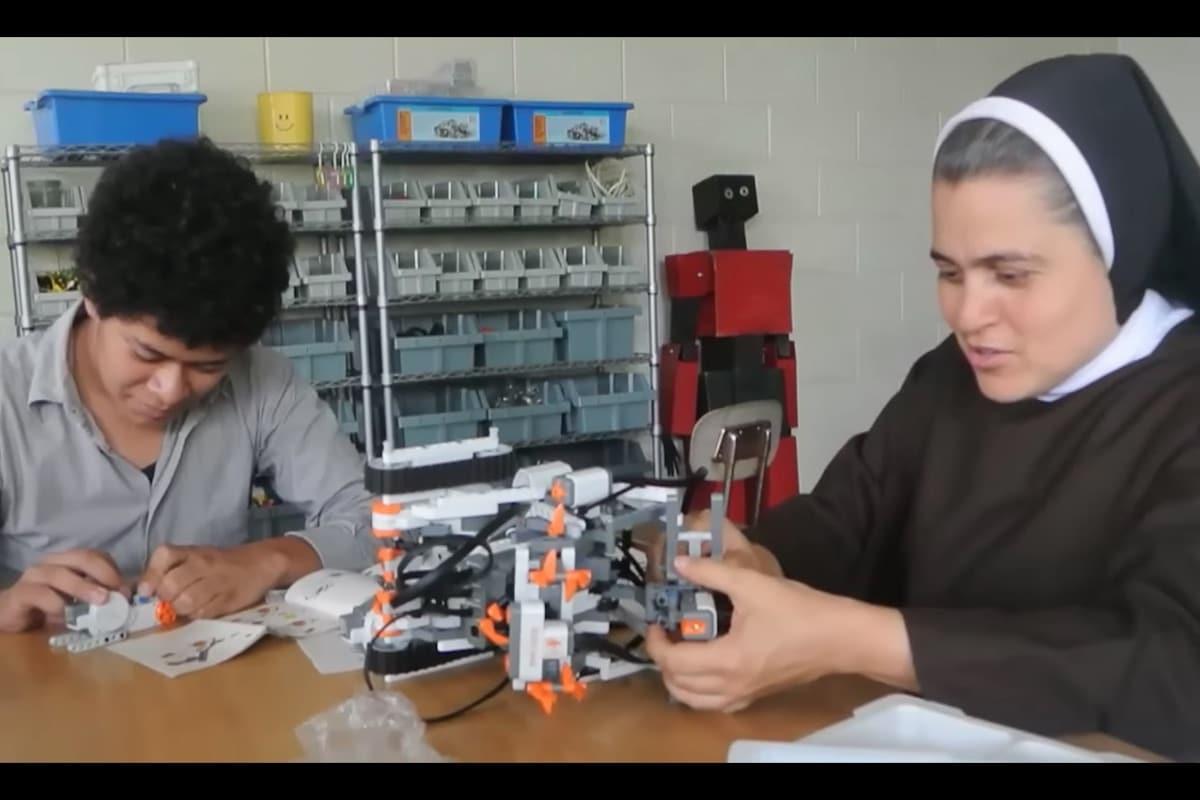 'Sor Robótica', la religiosa que educa con fe y tecnología