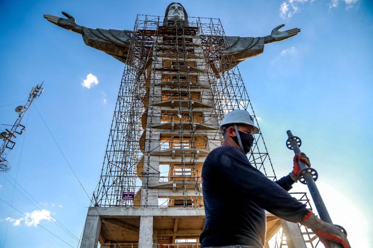 Avanza la construcción del Cristo Protector, en Encantado (Brasil). Foto: Especial.