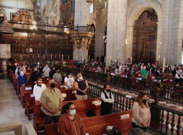 Con aforo limitado y sana distancia, feligreses viven el Jueves Santo en Catedral