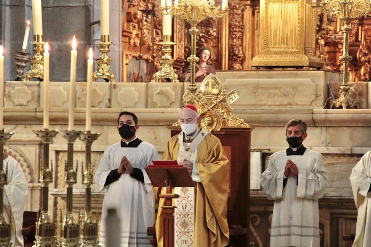 El Cardenal Carlos Aguiar Retes, Arzobispo Primado de México, en la Misa de la Cena del Señor, el Jueves Santo 2021. Foto: Alejandro García