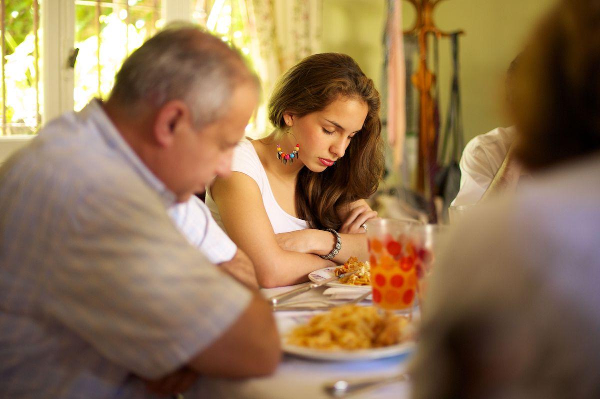 Oración para bendecir los alimentos antes de comer.