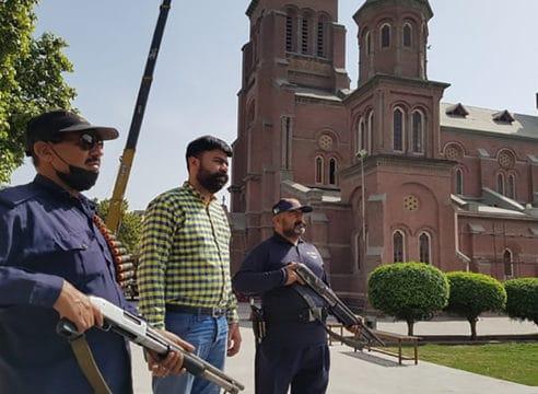 Semana Santa en Pakistán: Los fieles protegen sus templos de atentados