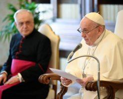 """Papa Francisco: """"Rezar por alguien más es el primer modo de amar"""""""