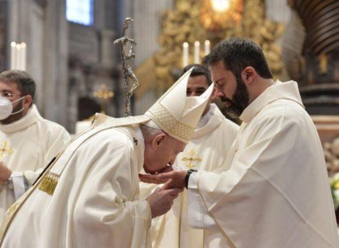 Los 3 consejos del Papa Francisco a sacerdotes recién ordenados