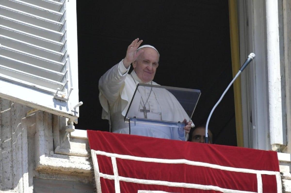 El Papa Francisco tras el rezo del Regina Coeli. Foto: Vatican Media.