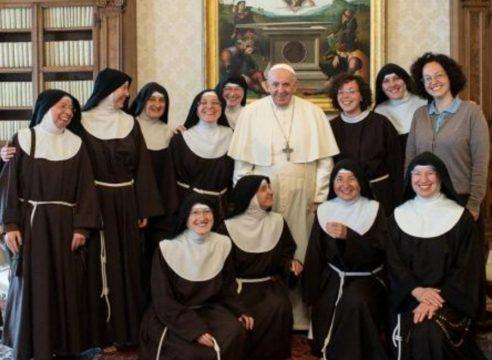 El mensaje del Papa a las monjas que perdieron su convento en un sismo