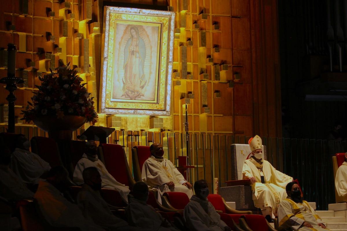 El Cardenal Aguiar en la Vigilia Pascual de la Basílica de Guadalupe. Foto: INBG