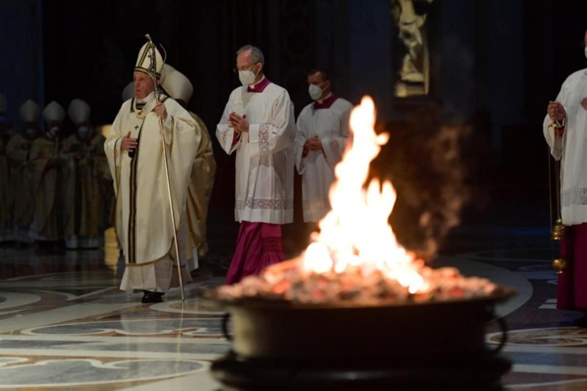 El Papa Francisco en la Vigilia Pascual.