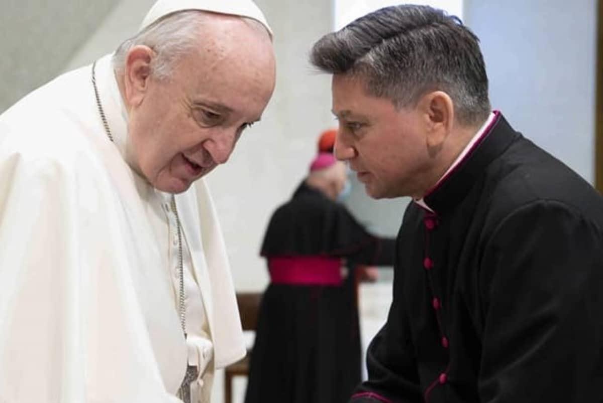 Monseñor Fermín Sosa junto al Papa Francisco.
