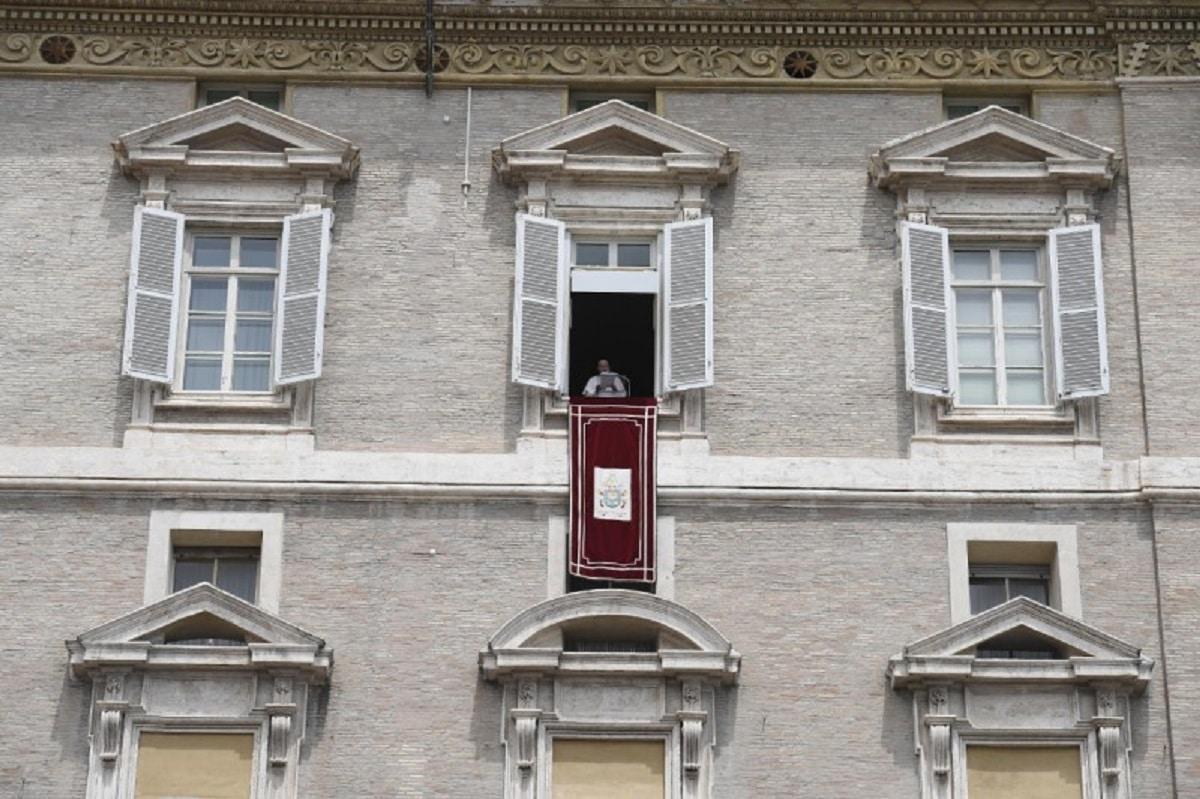 El Papa Francisco durante el Ángelus del 30 de mayo de 2021. Foto: Vatican Media.