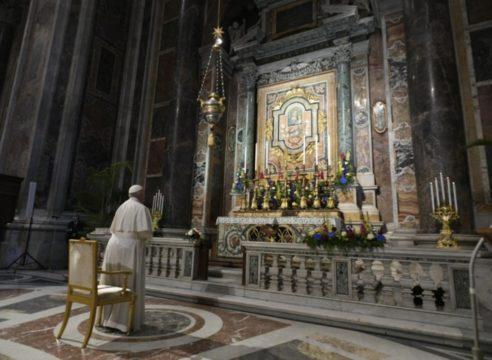 El Papa inicia el Maratón mundial del Rosario por el fin de la pandemia