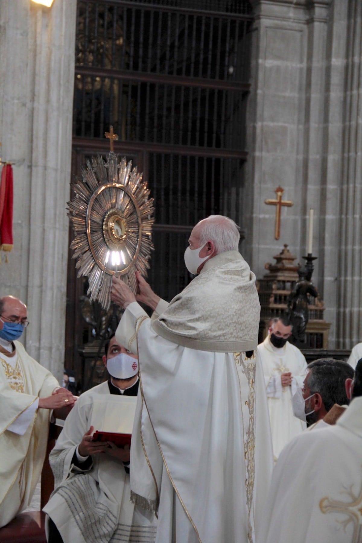 El Arzobispo de Mexico celebró la Solemnidad de Corpus Christi en la Catedral Metropolitana. Foto: Alejandro García