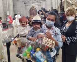 Corpus Christi: 'Juan Dieguitos' reciben juguetes en Catedral Metropolitana