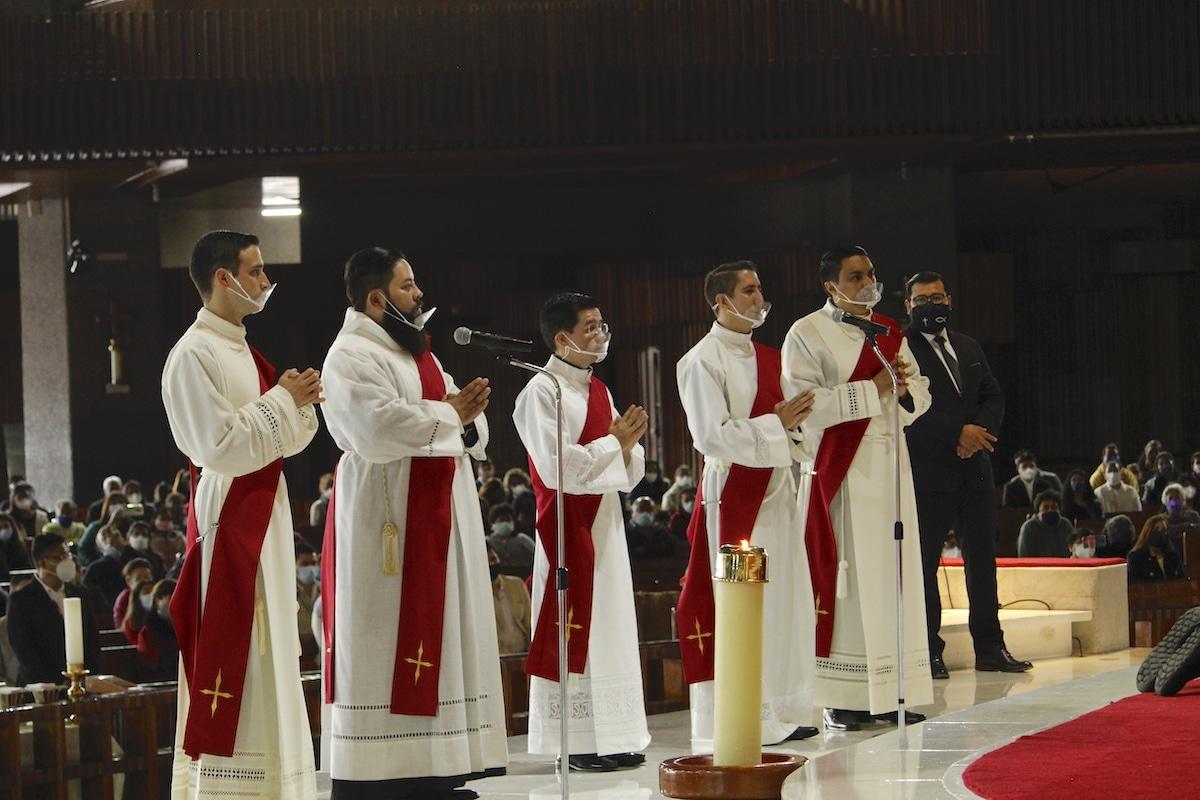 Estos sacerdotes pertenecen a la 'Generación Covid', pues la larga pandemia los vio hacerse diáconos transitorios, y luego presbíteros. Foto: Basílica de Guadalupe
