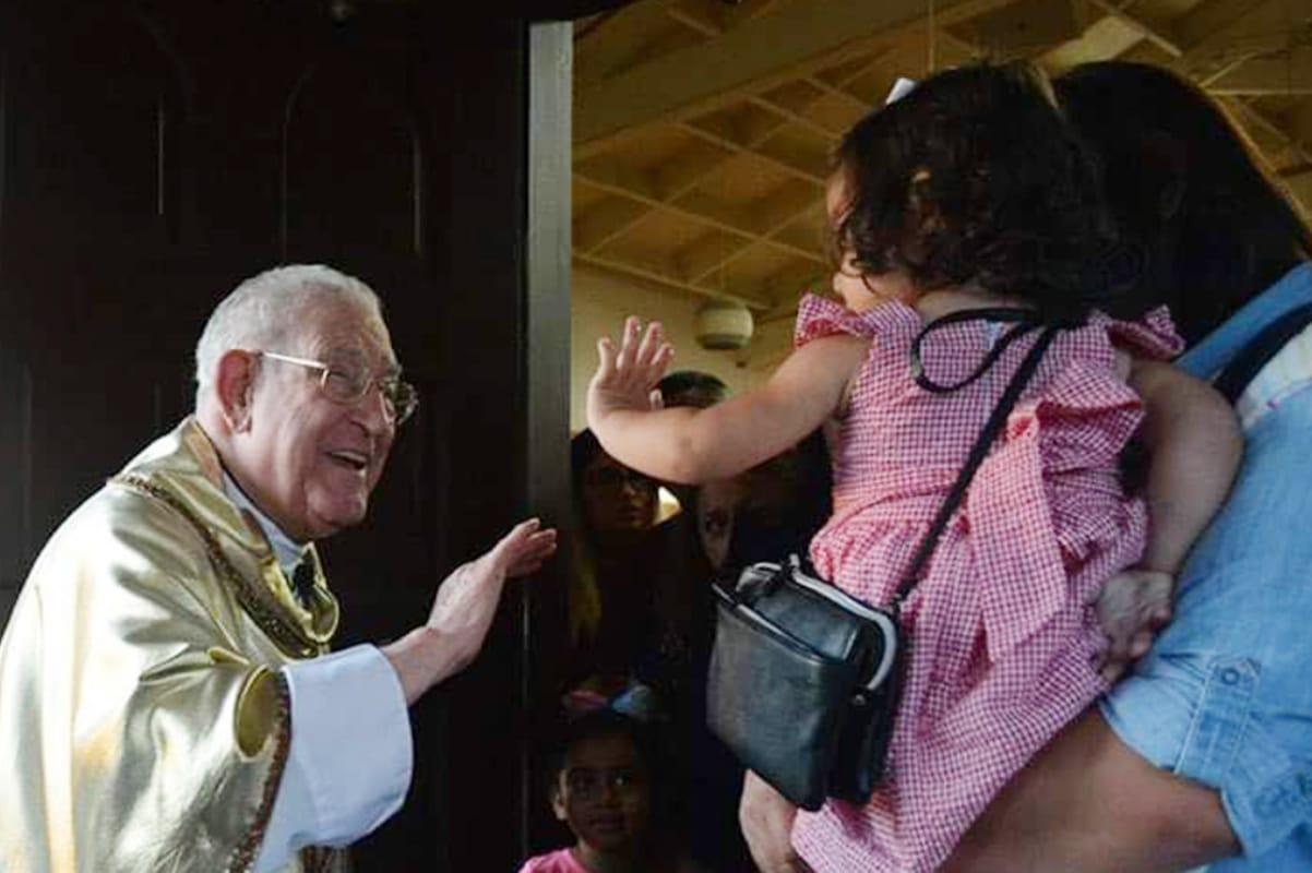Este actor regaló a su hija una imagen de la Virgen y así fue su reacción