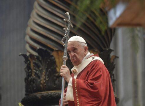 El Papa celebra a San Pedro y San Pablo: Sólo una Iglesia libre es creíble