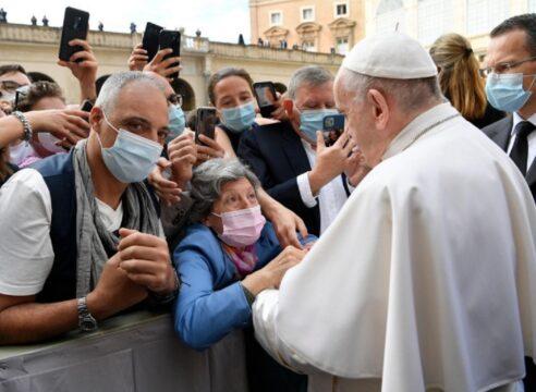 El Papa Francisco nos pide dejarnos sorprender por Dios