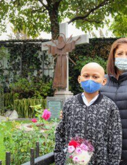 """Entregó su vida a los niños con cáncer, y descubrió """"ángeles"""" entre ellos"""