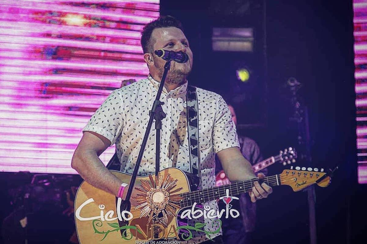 Gerson Pérez ha formado parte de los adoradores de Cielo Abierto. Gerson Pérez/Facebook