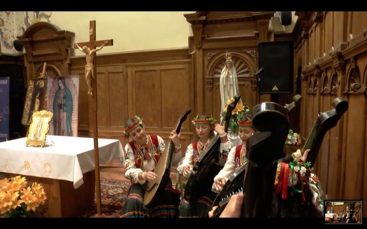 El libro del padre Eduardo Chávez sobre la Virgen de Guadalupe ha sido traducido a varios idiomas.