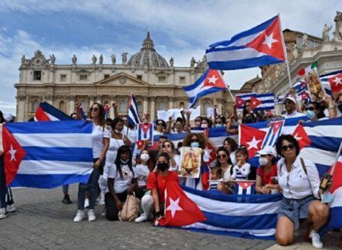 Papa Francisco: Estoy cerca del querido pueblo de Cuba; rezo por ustedes