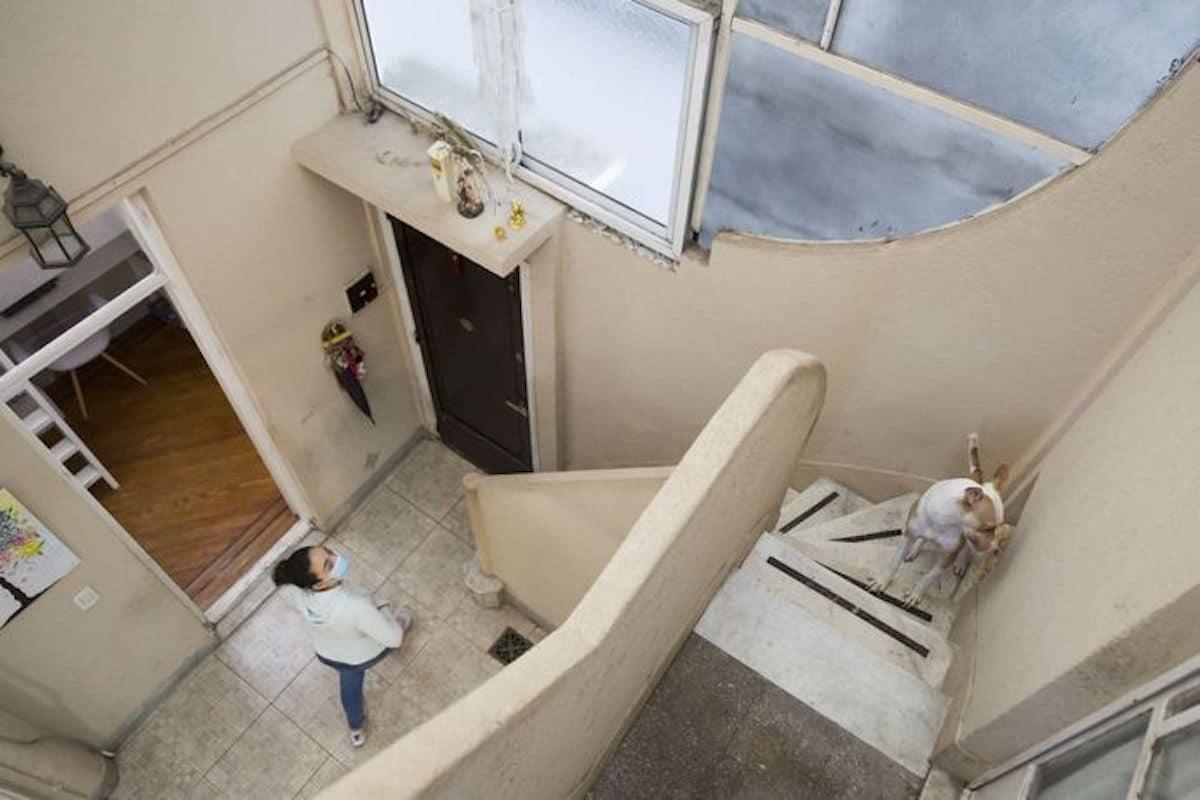 Las escaleras de mármol con escalones altos en los que el pequeño Jorge, el papa Francisco, subía y bajaba contándolos de a uno. Foto: La Nación